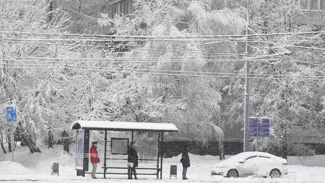Căderi de zăpadă record la Moscova. Zeci de zboruri au fost anulate