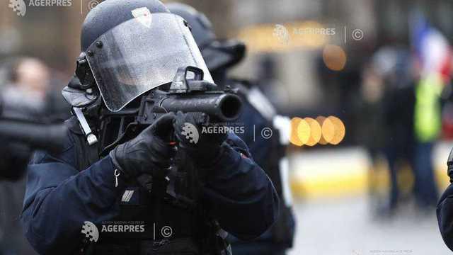 Forțele de ordine franceze au dreptul să continue utilizarea lansatoarelor ''flash-ball'' împotriva manifestanţilor