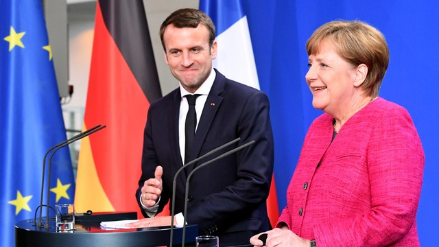 Macron o susţine pe Merkel, în cazul în care candidează la succesiunea lui Juncker la preşedinţia Comisiei Europene