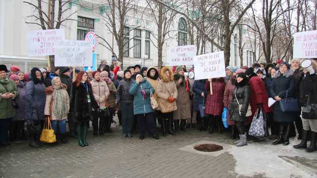 Noi proteste în fața Primăriei. Angajații Moldpresa, îngrijorați că ar putea rămâne fără de lucru