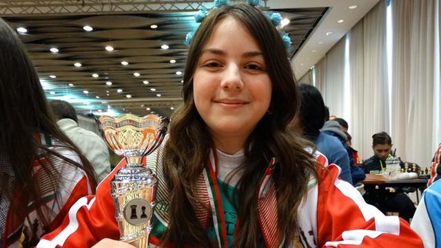 Campioana mondială la şah la categoria 16 ani este o adolescentă din satul Krepcea, regiunea Tărgovişte