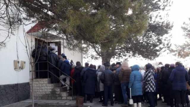 La secţiile de votare deschise pentru locuitorii din Transnistria s-au format cozi imense