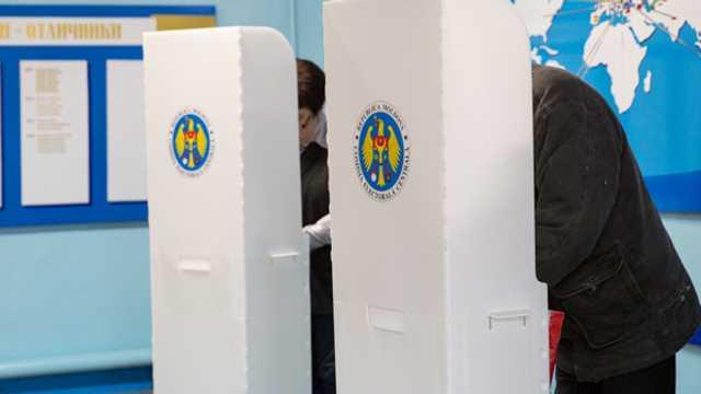 Referendumul consultativ privind numărul deputaților și posibila lor revocare, declarat valabil de CEC