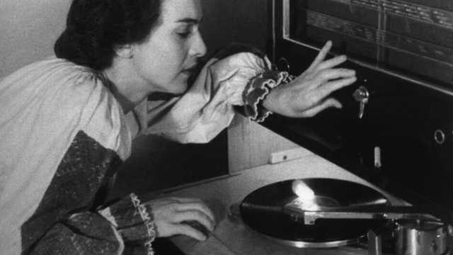 PORTRET   Maria Tănase – un fenomen unic în muzica românească. Debutul la radio şi dragostea pentru Brâncuşi – repere ale unei existenţe fascinante