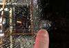 Persoane necunoscute au tras în geamul unui troleibuz