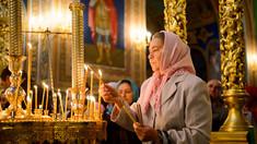 Clericii îi îndeamnă pe credincioși să se roage de acasă, în contextul epidemiei de COVID-19 și a decretării stării de urgență