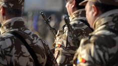 Kalaşnikov vs Beretta, arma la care renunţă armata română şi armamentul compatibil NATO la care va trece