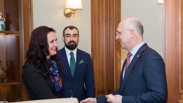 O sută de biblioteci vor fi completate cu fonduri de carte cu sprijinul României