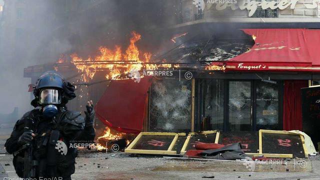 "FOTO/VIDEO | Violențe la Paris: Champs Elysee, vandalizat de ""vestele galbene"". Macron a convocat o reuniune de criză"