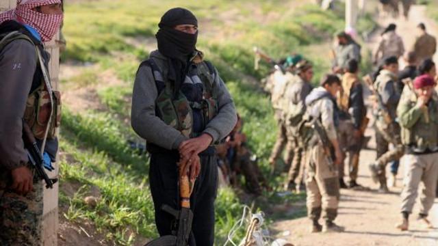 La o zi după căderea ultimei redute a Statului Islamic, jihadiştii s-au predat forţelor arabo-kurde