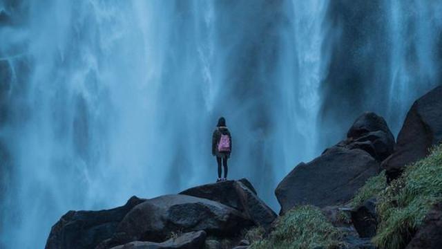 TURISM | Cele mai SIGURE destinații turistice pentru o femeie care călătorește singură - Din metropole, până în adâncul junglei