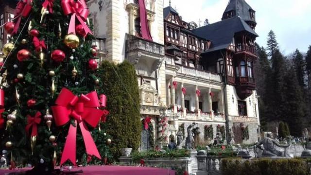 De ce Castelul Peleş este decorat ca de Crăciun în mijlocul primăverii