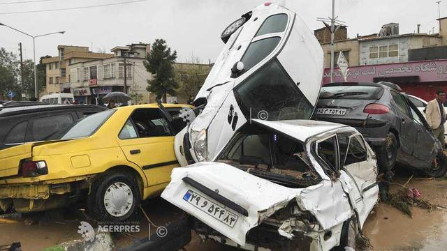 Cel puţin 17 morţi şi 70 de răniţi în viituri produse în sudul Iranului