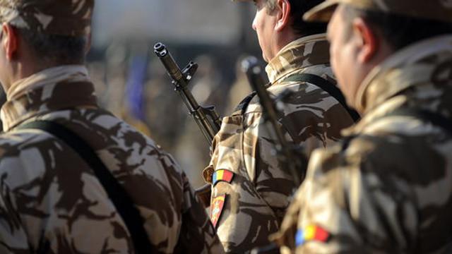 Kalașnikov vs Beretta, arma la care renunță armata română și armamentul compatibil NATO la care va trece