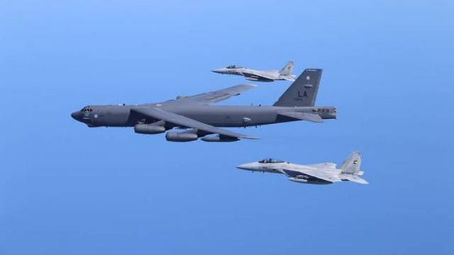 VIDEO | Bombardier american B-52, interceptat de avioane de vânătoare ruse deasupra Mării Baltice