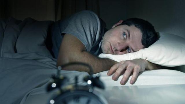 Lipsa somnului poate duce la dezvoltarea unor boli cronice, inclusiv cancerul. Avertismentul medicilor