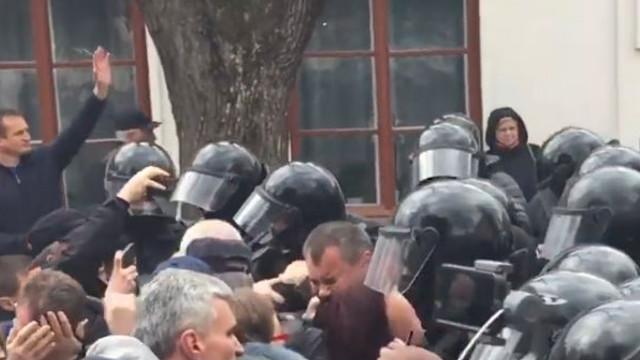 Amnesty International Moldova cere investigarea comportamentului polițiștilor la protestul din Orhei