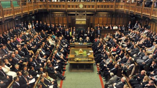 Parlamentul britanic a respins opţiunea ieşirii ţării din UE fără acord