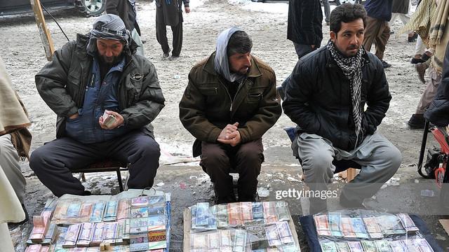 Casele de schimb valutar din Afganistan au intrat în grevă, din cauza răpitorilor de copii și a tâlharilor