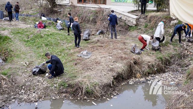 FOTO | Acțiune de salubrizare a râulețului Durlești, organizată de Asociația Unirea ODIP