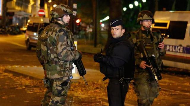 Doi suspecţi arestaţi în Olanda, în legătură cu livrarea armelor pentru atacurile teroriste de la Paris, din 2015