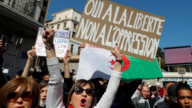 Proteste antiguvernamentale în Algeria, pentru a cincea săptămână consecutiv
