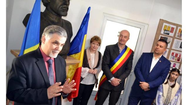 """Bustul lui Alexei Mateevici - dar din partea satului Zaim unei comune din România. Ion Veste: """"Asta înseamnă unire, să ne cunoaștem, să ne sprijinim, să fim împreună"""""""
