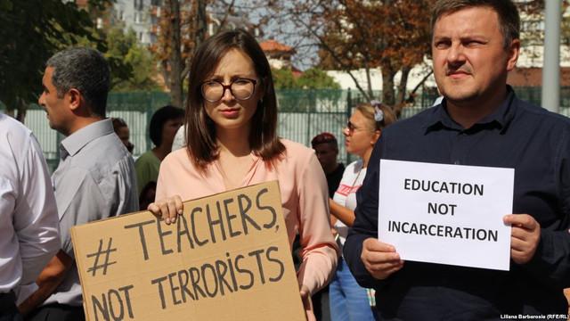 Doi dintre profesorii turci expulzați din R. Moldova, condamnați la închisoare (Agora)