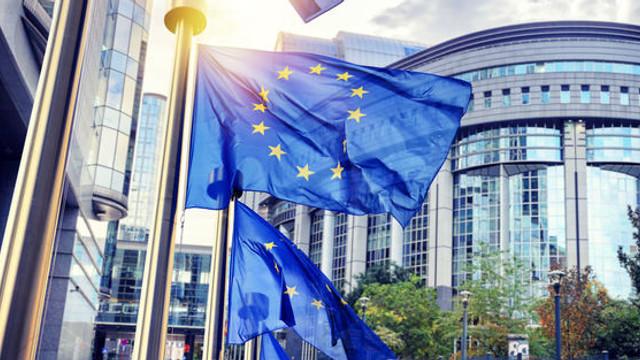 Jean-Claude Juncker: Marea Britanie va fi nevoită să participe la alegerile europarlamentare dacă nu părăseşte Uniunea Europeană până pe 23 mai