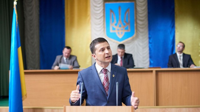 Volodimir Zelenski intenţionează să dizolve Parlamentul de la Kiev, după ce va fi învestit preşedinte