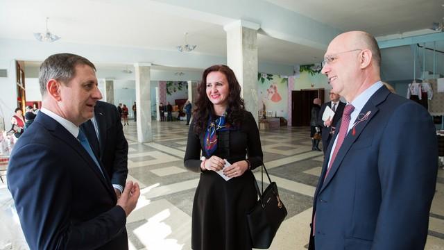 """Premierul R.Moldova și ministrul Românilor de Pretutindeni au participat la deschiderea Festivalului """"Mărțișor"""" la Strășeni"""