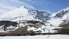 Trei alpinişti de renume mondial, consideraţi decedaţi în urma unei avalanşe în Munţii Stâncoşi