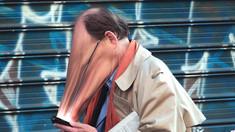 Fenomenul smombie ia amploare. Cei mai afectați sunt cei cu vârste cuprinse între 18 şi 43 de ani