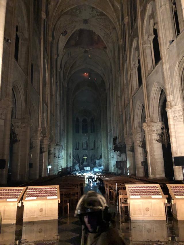 VIDEO/FOTO | Cum arăta în această dimineață Catedrala Notre-Dame, afectată de un incendiu devastator