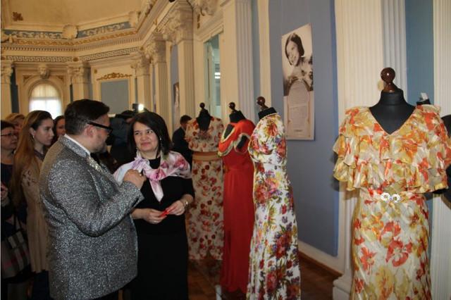 O colecție unică de rochii și accesorii care au aparținut marilor personalități din Basarabia și România, poate fi admirată la Chișinău