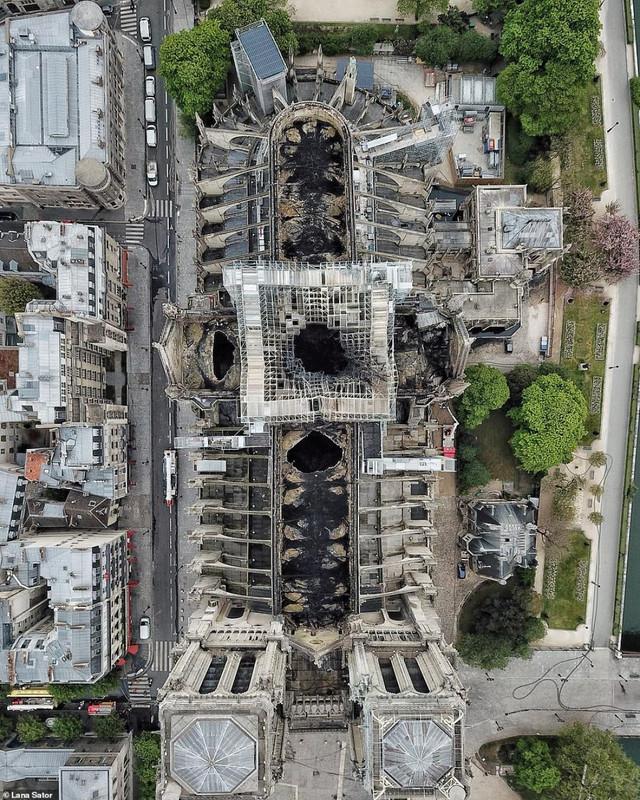 Imagini de la Catedrala Notre-Dame după incendiu