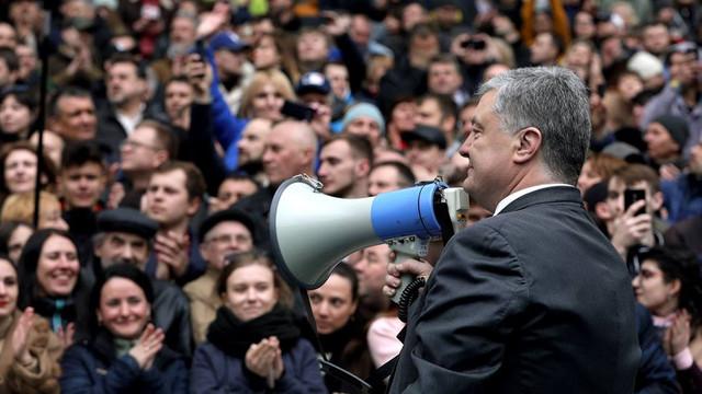 FOTO/VIDEO | Alegeri Ucraina: Zelenski nu a venit să-l combată pe Poroșenko la dezbaterile de pe Stadionul Olimpic din Kiev
