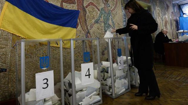 Alegeri Ucraina | Volodimir Zelenski şi Petro Poroşenko se poziționează pe primele locuri