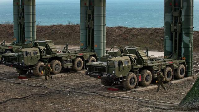 Turcia încearcă să evite eventuale sancţiuni americane ca urmare a achiziţiei de sisteme ruseşti de rachete S-400