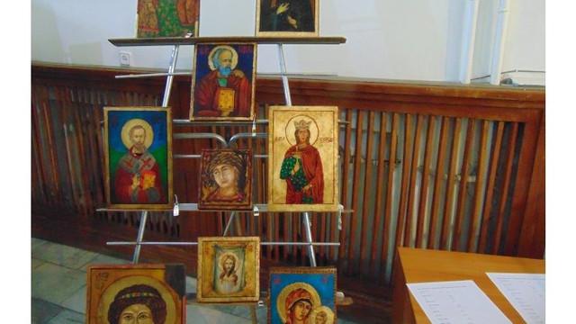 O expoziție de icoane a fost vernisată la o bibliotecă din Chișinău