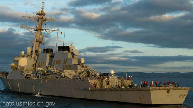 Armata rusă supraveghează permanent distrugătorul american USS Ross în Marea Neagră