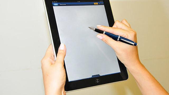 Tot mai mulți moldoveni aleg semnătura electronică