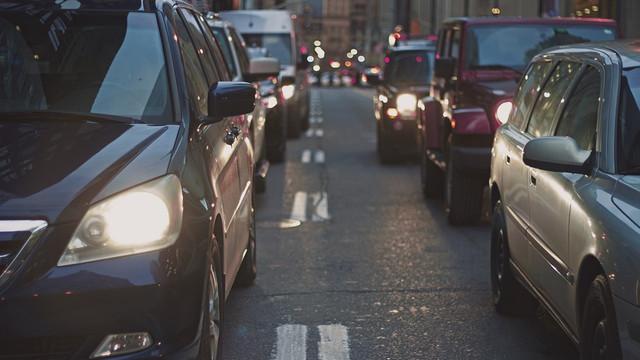 De astăzi șoferii nu mai sunt obligați să circule cu farurile conectate în faza scurtă și pe timp de zi