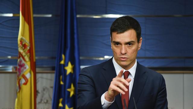 Alegeri anticipate în Spania  Premierul Pedro Sanchez - favorit, dreapta, ar fi fost prinsă în ambuscadă