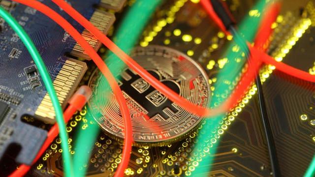 China vrea să interzică minarea de bitcoin