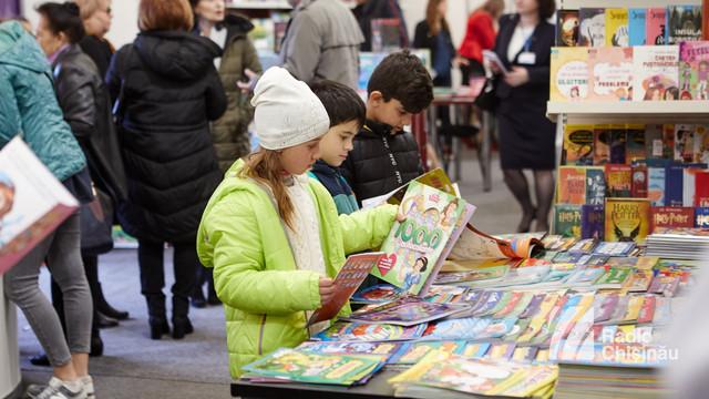 FOTO | Cărțile în mânile copiilor la Salonul Internațional de Carte pentru Copii și Tineret