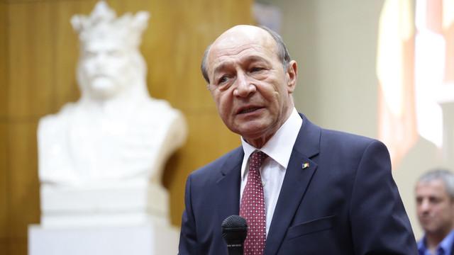Băsescu, despre anticipate în R.Moldova: Mai bine ACUM cu PSRM, ca să-l împiedice pe Dodon să ducă R.Moldova la Moscova, iar Plahotniuc în opoziție