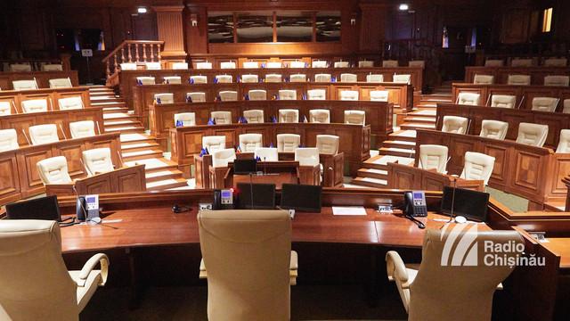 Cine din deputații aleși a decis să rămână în Parlament și cine a renunțat