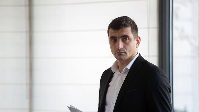 George Simion, candidat independent la alegerile europarlamentare, cumpără Fabricat în România