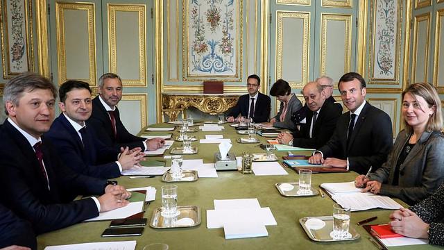 Macron s-a întâlnit la Palatul Élysée cu cei doi candidați la președinția Ucrainei, Zelenski și Poroșenko